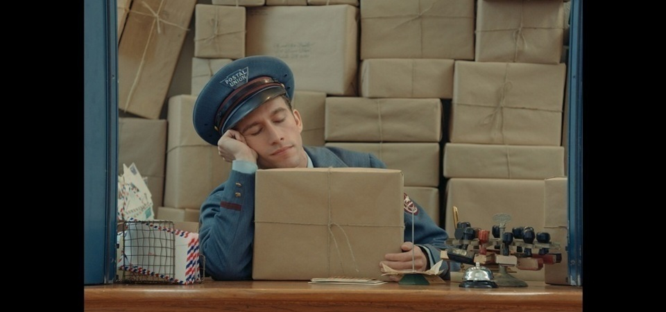 Prada 創意微電影 « The Postman Dream »  前衛上映