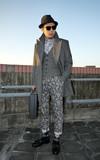 流蘇皮鞋 REGAL 變形蟲長褲、菱格紋襪子、流蘇皮鞋的時尚穿搭