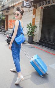 行李箱和相機包陪我到處拍照