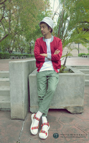 PLAIN-ME BOMBER JACKET的穿搭