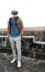 格紋牛角釦大衣 x 水洗單寧襯衫 x 低檔棉褲