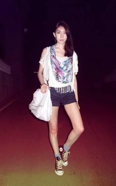 時尚穿搭:印花三角巾