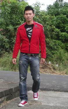 時尚穿搭:紅黑配