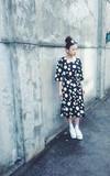 REBORN.C 韓國 草間彌生感大小點點五分袖極簡長洋裝 的時尚穿搭