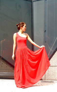 時尚穿搭:OTT Asymmetric Red Maxi