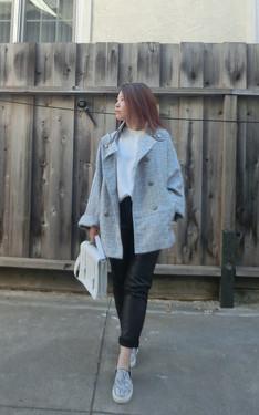 時尚穿搭:Wear a bold coat with simple essentials