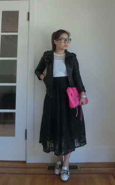 時尚穿搭:Give a feminine dress some edge with a moto jacket