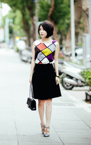 VALENTINO COLOR-BLOCK ROCKSTUD DECOLLETé的穿搭