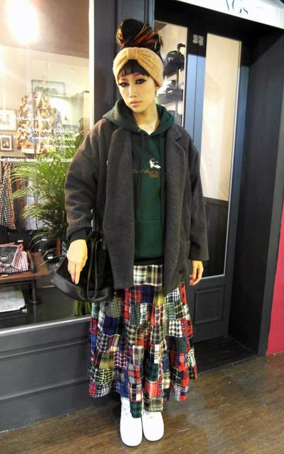 適合日本街頭、逛街上課、美式連帽T、西裝大衣、水桶包、SABAYON、華麗與污痕精品店的穿搭