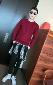 WONDERWALL 紅色針織毛衣的時尚穿搭