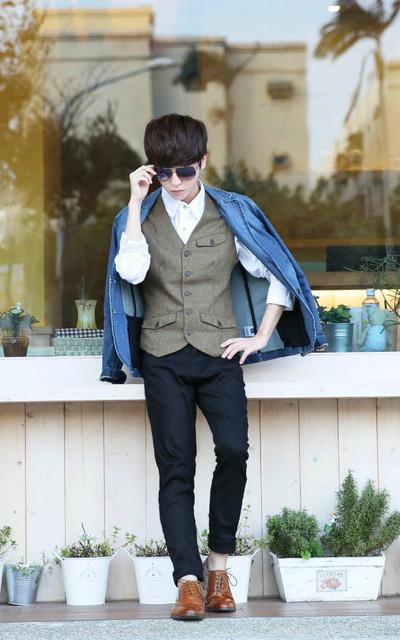 適合紳士休閒、ALL、咖啡麻料西裝背心、牛仔西裝外套、G.U、RUBON的穿搭