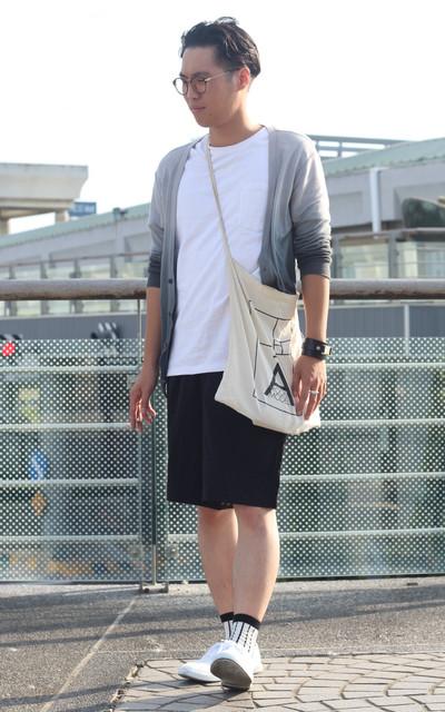 適合亂糟糟歐嚕巴苦、灰漸層罩衫、條紋襪、流古的白色帆布鞋、美美的、MUJI 無印良品的穿搭