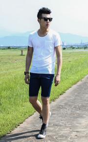 小U領修身剪裁舒適短袖白色 小U領修身剪裁舒適短袖白色的穿搭