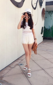 All-in-white boho girl in Cali #HelenismGoesToLA