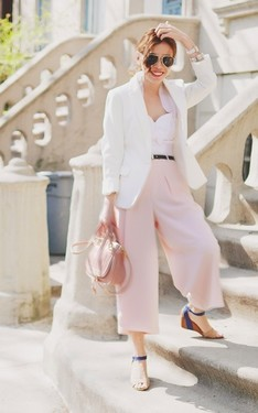 時尚穿搭:Feminine Blush and White
