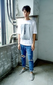 SELECT HOMMIE RIPPED JEANS的穿搭
