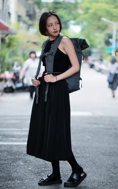 時尚穿搭:矮人揹大包營造一種反差萌視覺