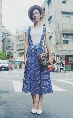 時尚穿搭:一見頃心吊帶裙