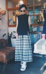 HELLO PHOEBE 高領開衩上衣X格子連身長裙的穿搭