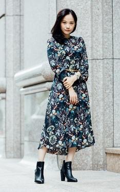 時尚穿搭:秋季印花長洋裝