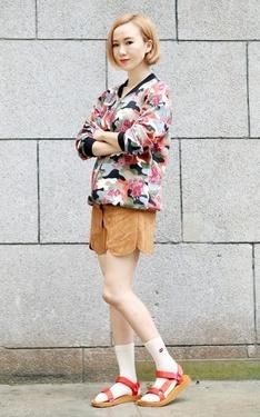 時尚穿搭:迷彩麂皮,微野性秋日