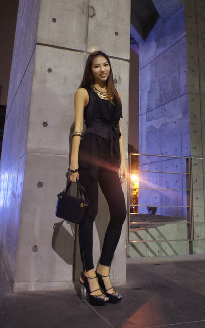 適合ALL BLACK、SIMPLE、MINIMALIST、PARTY、SHOW、SHOPPING、NECKLACE、WAISTCOAT、LEGGING、BAGS、LIFEMIX、ZARA、BALLY的穿搭