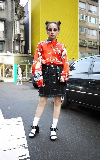 適合LOVE、TRIPLEPEACOCK、STREET STYLE、JAPAN、DOG TOWN、牛仔短裙、BENETTON、LEE的穿搭