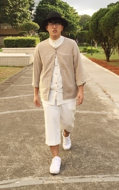 適合女裝男穿、小清新文藝、層次搭配、側面全身的穿搭