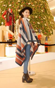 時尚穿搭:盛裝打扮的去跟盛裝打扮的聖誕樹合照