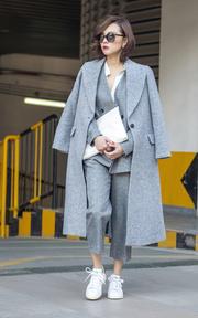 LOVEBABYTWINS 灰色西服套裝的穿搭
