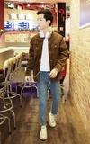 ZOIS-佐伊 復古淺藍刷色毛邊牛仔褲的時尚穿搭