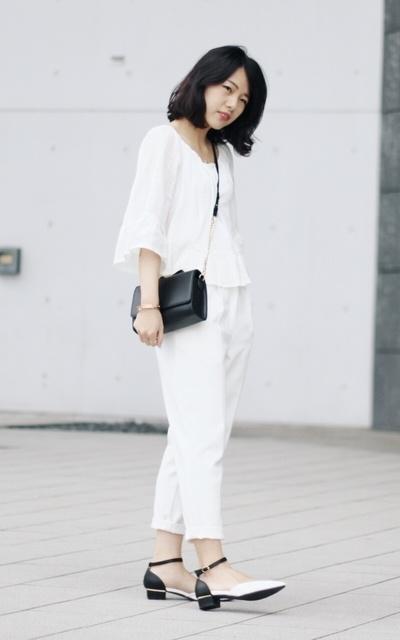 適合純白、簡單清爽、純淨感、寬袖上衣、低跟繞踝尖頭鞋、飾品配件、ZARA、NET、BONNY & READ的穿搭