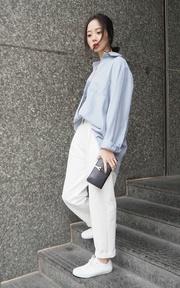 木易木易 白色厚紗西裝褲的穿搭
