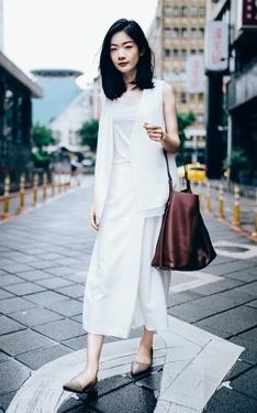 時尚穿搭:白色讓這個剛收工的陰天清楚地愉悅