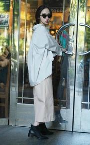 YANG V領襯衫 與 挺版及踝寬褲的時尚穿搭