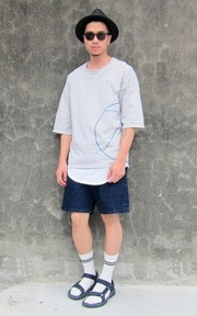 CHAINLOOP OVERSIZED TEE的時尚穿搭