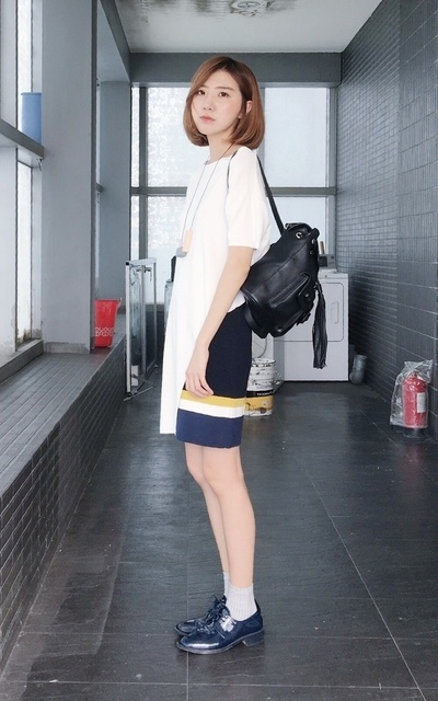 適合STRIPE、WHITE、SIMPLE、MINIMAL、SCHOOL、TOP、SKIRT、BAG、COS、GIORDANO LADIES、GUCCI的穿搭