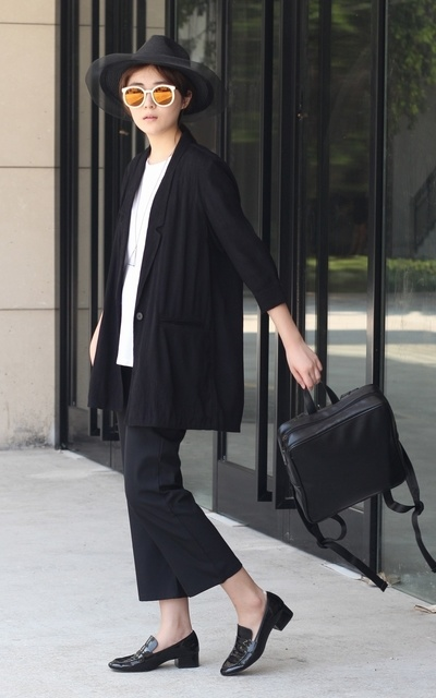 適合SIMPLE AND CASUAL、SIMPLE、MINIMAL、BACKPACK、SUIT、SUNGLASSES、PANTS 、IKUMI、URBAN REVIVO、KAREN WALKER、SOMEPIECE的穿搭