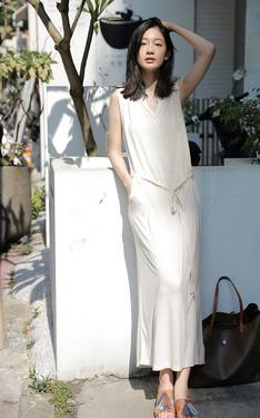 時尚穿搭:曬著太陽的米白舒適