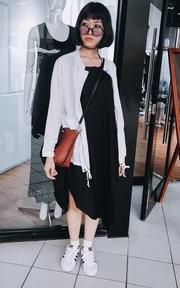 OB嚴選 素色剪裁傘襬造型無袖背心洋裝的穿搭