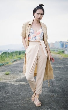 時尚穿搭:Summer Khaki Coat