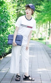 TOMMY HILFIGER TOMMY TEE的穿搭