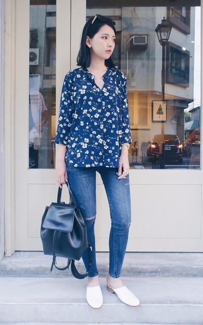 適合簡約休閒、都會簡約、簡單個性、印花襯衫、牛仔褲、極簡拖鞋、COZYFEE、【YVE,】的穿搭