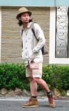 時尚穿搭:卡其色系的一天。