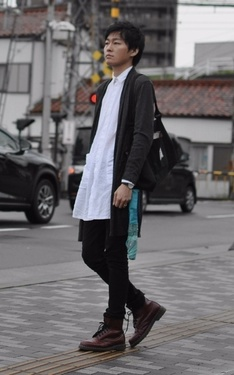 時尚穿搭:自由搭配黑窄褲