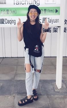 時尚穿搭:隨性出門的帥氣女子
