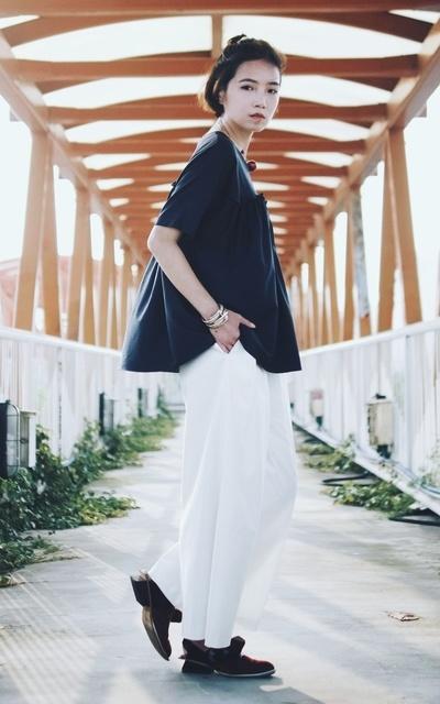 適合台灣設計師品牌、歐美、歐美時尚、極簡、都會、上衣、寬褲、手環、COS、UNIUS的穿搭
