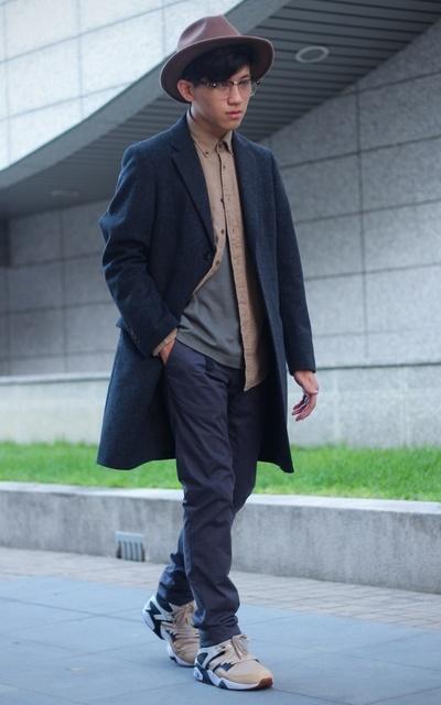 適合日系復古、街頭混搭、羊毛帽、羊毛喀什米爾混紡 徹斯特大衣、燈心絨襯衫、7分袖上衣、BLOCKTECH 保暖輕便彈性 SLIM FIT長褲、UNIQLO的穿搭