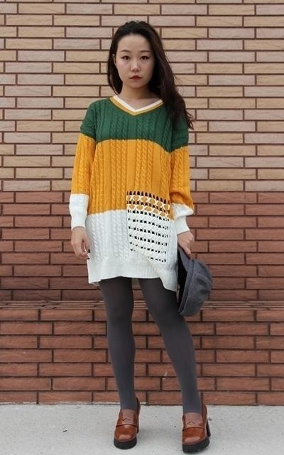 適合日系甜美、亮色系穿搭、保暖, 甜美可愛、韓國街頭、鮮豔撞色、勾針口袋造型撞色長版毛衣、HANANA花花娜娜的穿搭