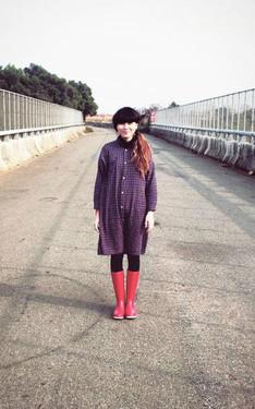 時尚穿搭:紅鞋女孩